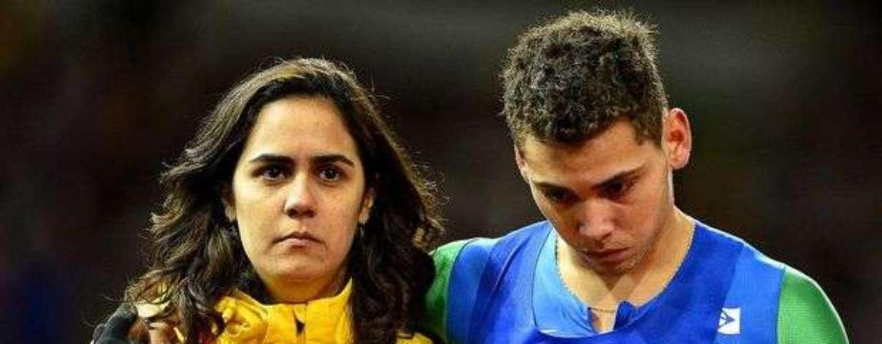 Los brasileños del relevo casi conquistaron la medalla de oro, llegaron a festejar la plata, pero terminaron sin ninguna medalla. Los atletas, así como los de Estados Unidos, fueron descalificados de la prueba.