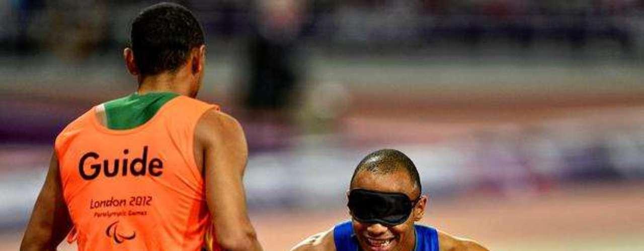 Felipe Gomes se emocionó con la conquista de los 200 m y no pudo contener las lágrimas.