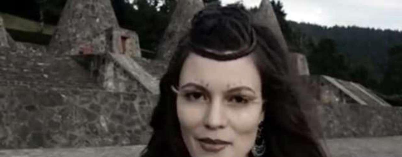 Natalia Subtil, modelo principal de clip, hechiza con su belleza en cada toma.