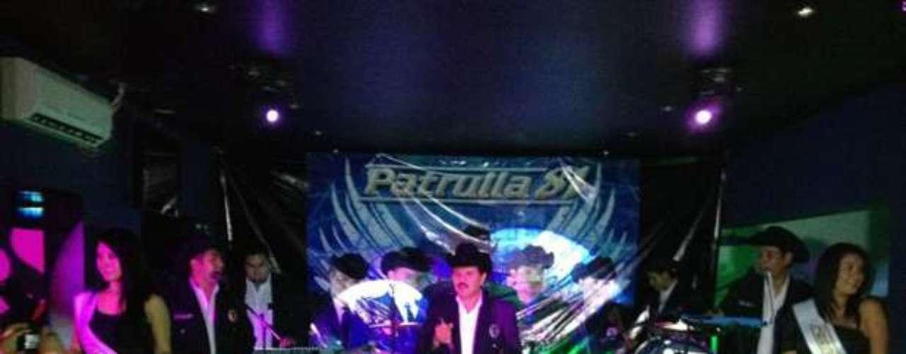 Con un gran show case, en un conocido centro nocturno de la Ciudad de México, Patrulla 81 presentó oficialmente \