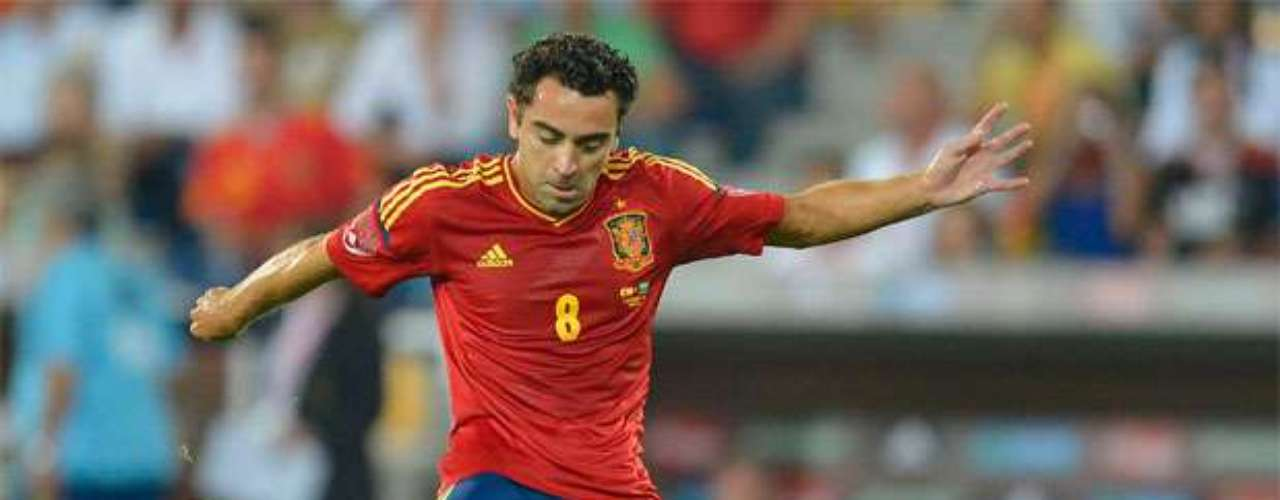 Xavi Hernández helped to control play in the midfield.
