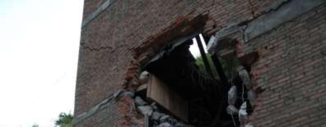 Entre las víctimas del seísmo se encuentran al menos tres niños, alumnos que asistían a clase cuando sus escuelas se derrumbaron.