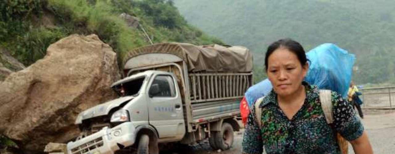 El Departamento de Asuntos Civiles de la provincia de Yunnan, la más afectada por el desastre, ha advertido que el número de víctimas pueda aumentar a medida que los equipos de socorro logran llegar a aldeas montañosas de difícil acceso, donde las infraestructuras de comunicaciones y el suministro de electricidad han quedado muy dañados por el sismo.