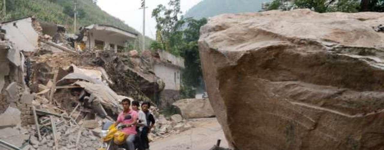 Pero el Centro Nacional Meteorológico chino, citado por la agencia oficial Xinhua, indicó que las tareas de rescate pueden quedar perjudicadas por un pronóstico de lluvias continuas a lo largo de los próximos tres días en la zona, que puede sufrir \