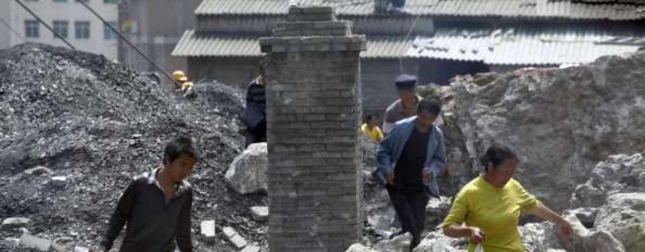 El primer ministro chino, Wen Jiabao, que se desplazó el mismo viernes a la zona afectada, instó hoy a multiplicar los esfuerzos en la búsqueda de supervivientes, tras recordar que las primeras 72 horas son vitales en las tareas de rescate tras un terremoto, informó Xinhua