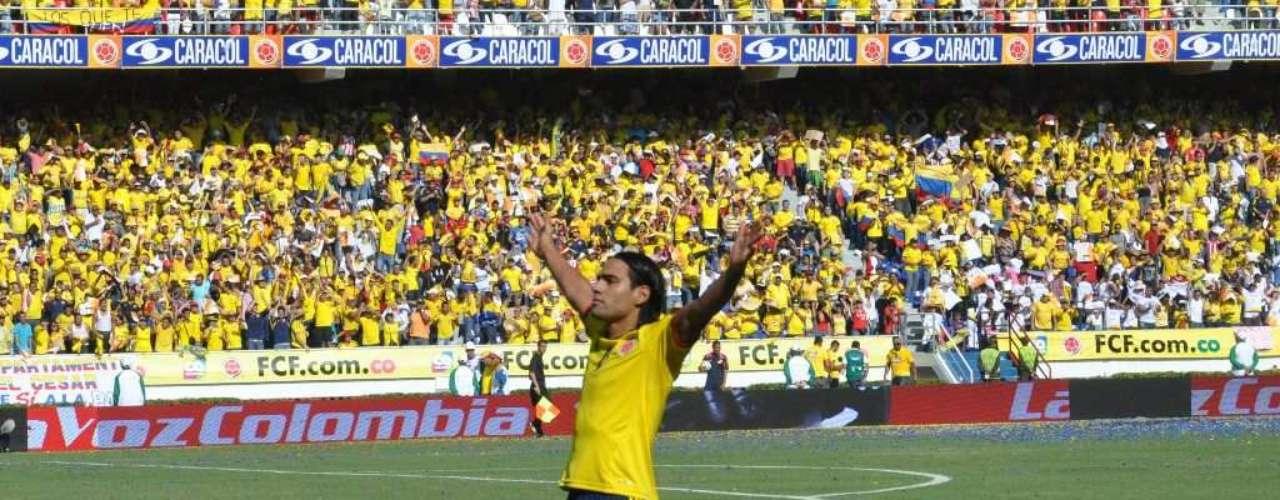 Falcao celebró con la afición, que lo trató como un ídolo desde que llegó a Barranquilla.