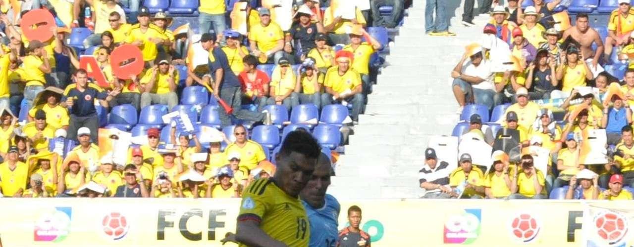 En el minuto dos, pero del segundo tiempo, James logró filtrar un balón exacto para Teófilo Gutiérrez que quedó en buena posición para rematar.
