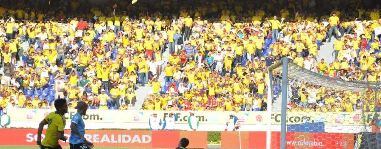 Fue el segundo gol de Colombia, que de nuevo sorprendió a Uruguay en el arranque, ahora del segundo tiempo, con una jugada milimétrica entre James y Teo.