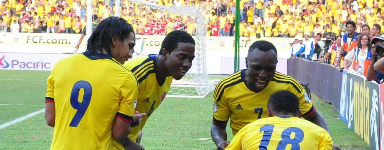 Los jugadores celebraron el cuarto gol, que cerró con broche de oro un partido que fue casi perfecto para Colombia.