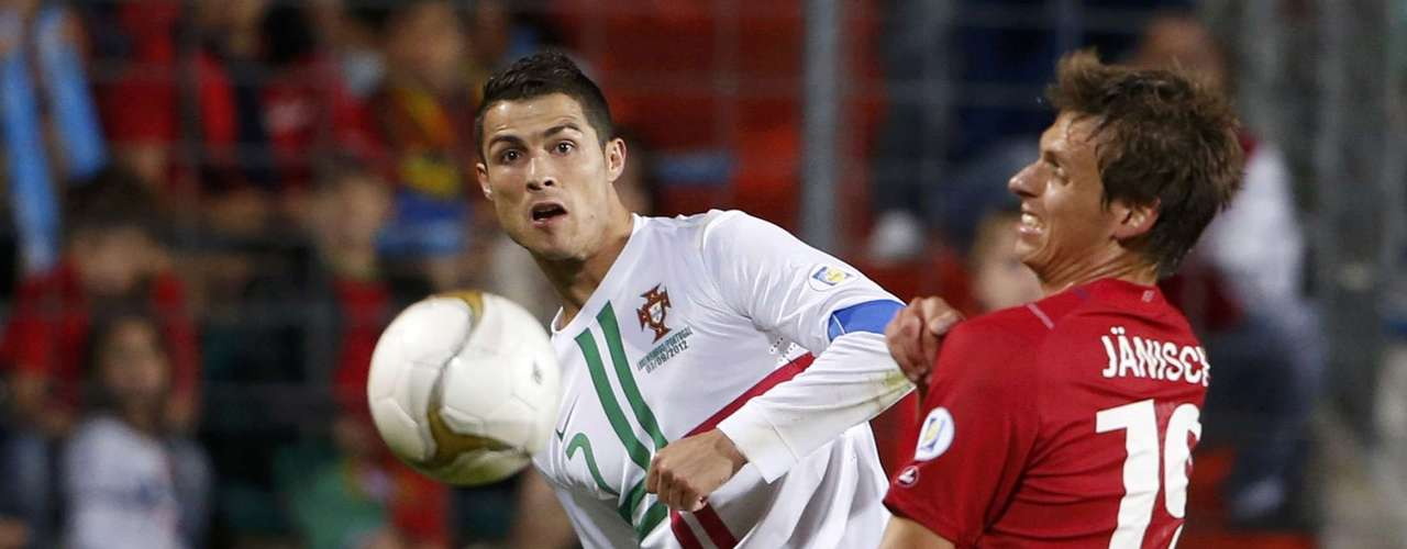 Portugal's Cristiano Ronaldo (L) kicks the ball past Luxembourg's Mathias Janish (R) during their 2014 World Cup Qualifying match in Luxembourg September 7, 2012. REUTERS/Francois Lenoir