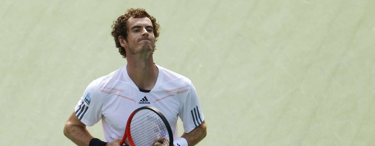 As the wind increased, Andy Murray began to take control of the match.