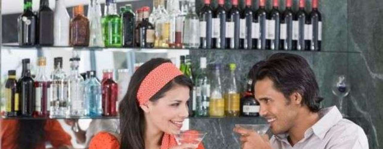 Bar del barrio: él es relajado y está justamente buscando una mujer relajada ambién. Él está abierto para una relación, pero tienes que saber que la vida de él no depende de conseguir una.