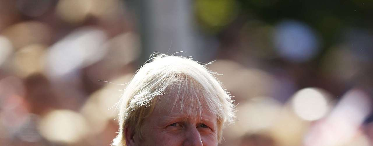 London's Mayor Boris Johnson attends the medal ceremony for the gold medal of the Men's Marathon T54 classification during the London 2012 Paralympic Games September 9, 2012.  REUTERS/Eddie Keogh (BRITAIN - Tags: SPORT OLYMPICS ATHLETICS)
