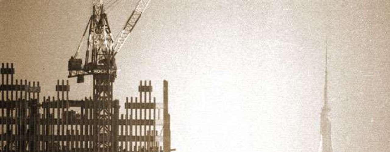 El proyecto inicial se hizo público en 1961 y la Autoridad portuaria requirió la aprobación tanto de los gobernadores de Nueva York como de Nueva Jersey.