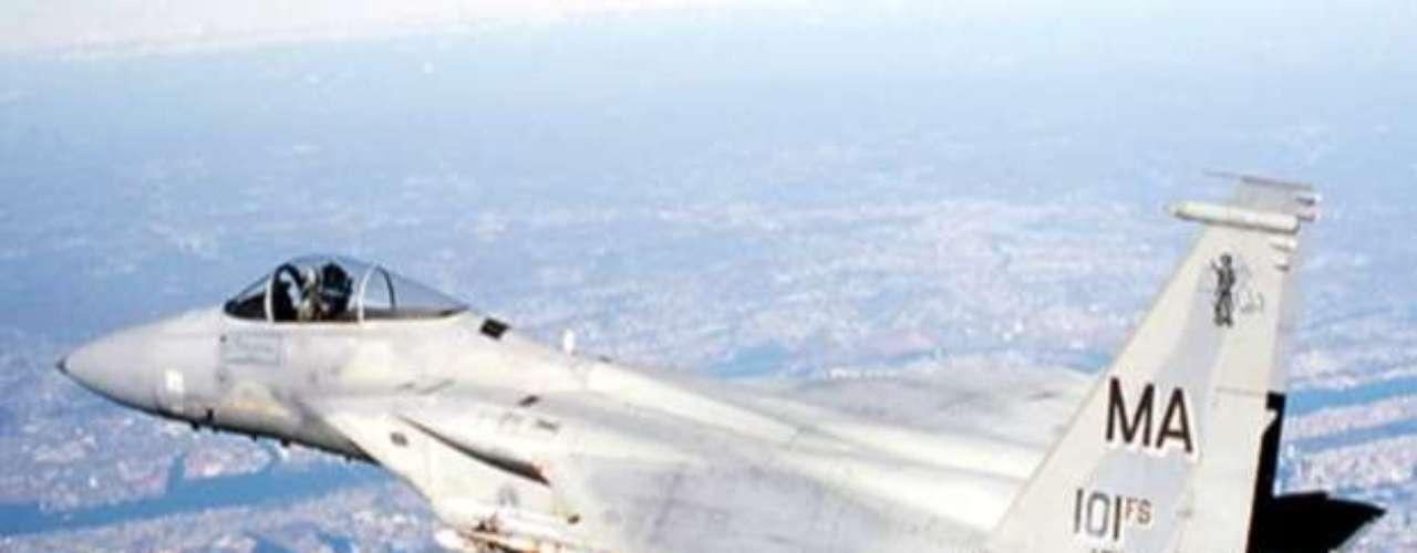 08:37:52 - El control de tráfico aéreo contacta a las autoridades.