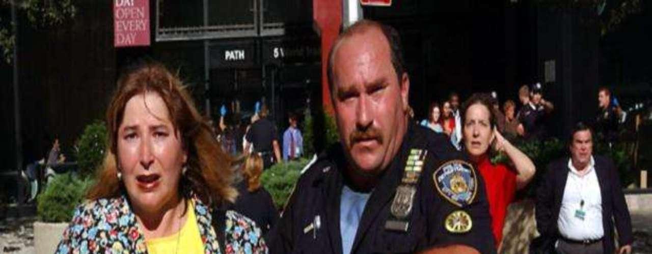 08:54:00 - El departamento de policía de Nueva York desplega a unos 1.000 oficiales.