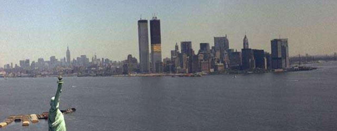 El 13 de febrero de 1975, hubo un incendio en la torre norte del WTC que se propagó a lo largo de la planta 11. El incendio se extendió a través del núcleo a las plantas 9 y 14 por incendiarse el aislamiento de los cables de teléfono.