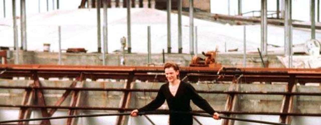 El 7 de agosto de 1974, Philippe Petit, un joven equilibrista francés, atravesó las dos torres del WTC sobre un cable de acero. Cruzó ocho veces los 43 metros que separaban los dos edificios.