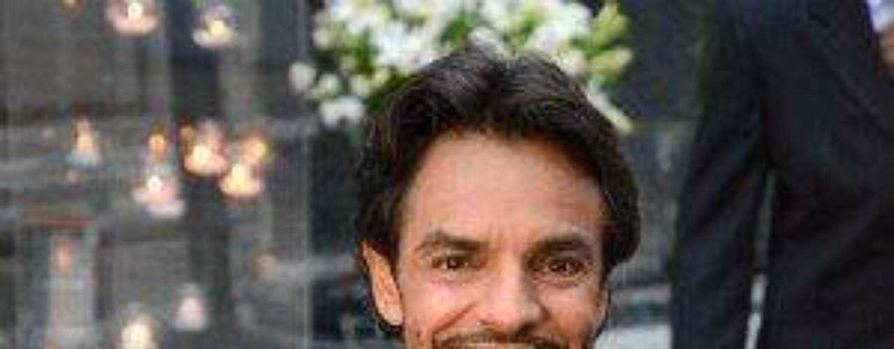 El cómico más exitoso de esta época en la televisión mexicana, Eugenio Derbez, nació el 2 de septiembre de 1961 en la Ciudad de México.  La imagen que vemos fue capatada el día de su boda, en julio de 2012, en el DF, con Alessandra Rosaldo.Los 50 rostros más bellos de las telenovelasEstrellas de novela que se han desnudado en Playboy¿Triste realidad? Las estrellas sin maquillajeActrices de novela: ¿De quién es esta gran 'pechonalidad'?