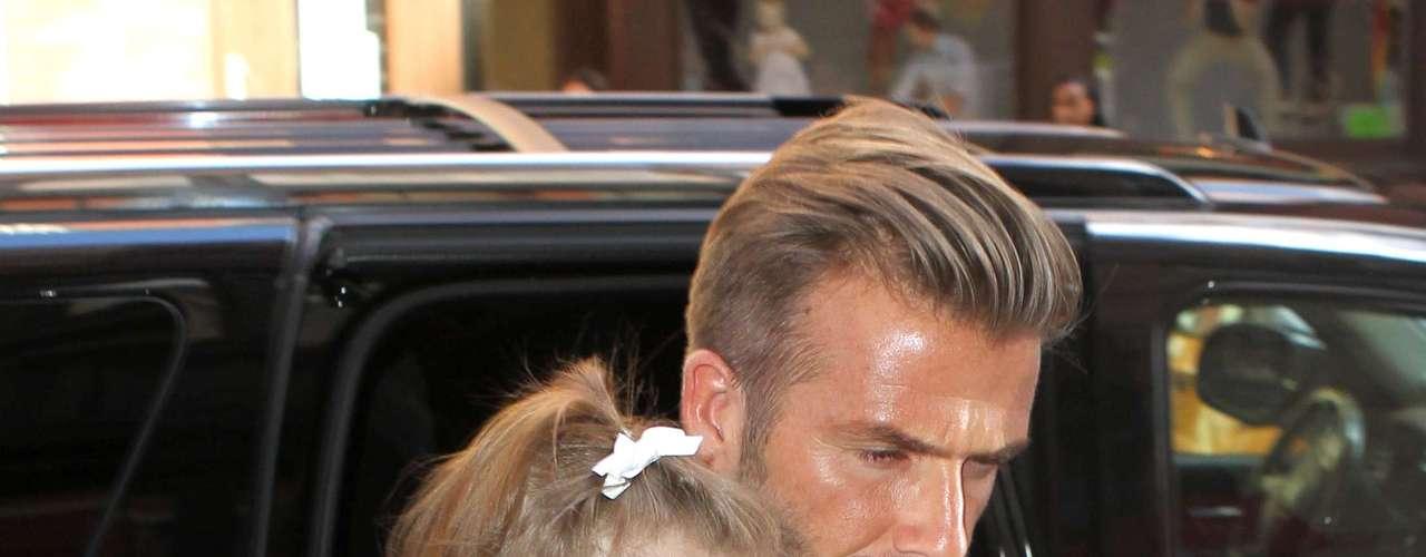 David Beckham fue uno de los más observados del 'front row' de la pasarela. El jugador marcó estilo entre el público.