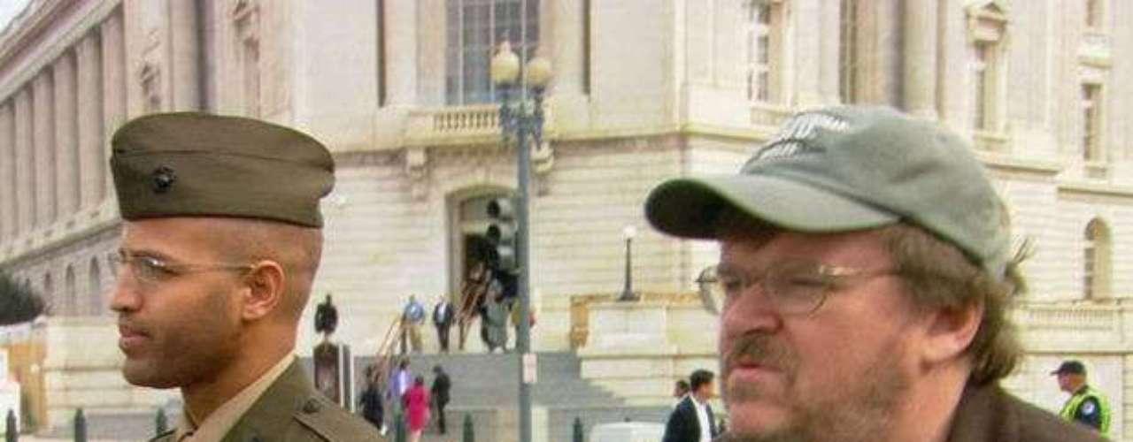 Fahrenheit 9/11 (2004). Narra las causas y consecuencias del atentado contra las Torres Gemelas. Dirigida por Michael Moore, causó mucha controversia desde su estreno.