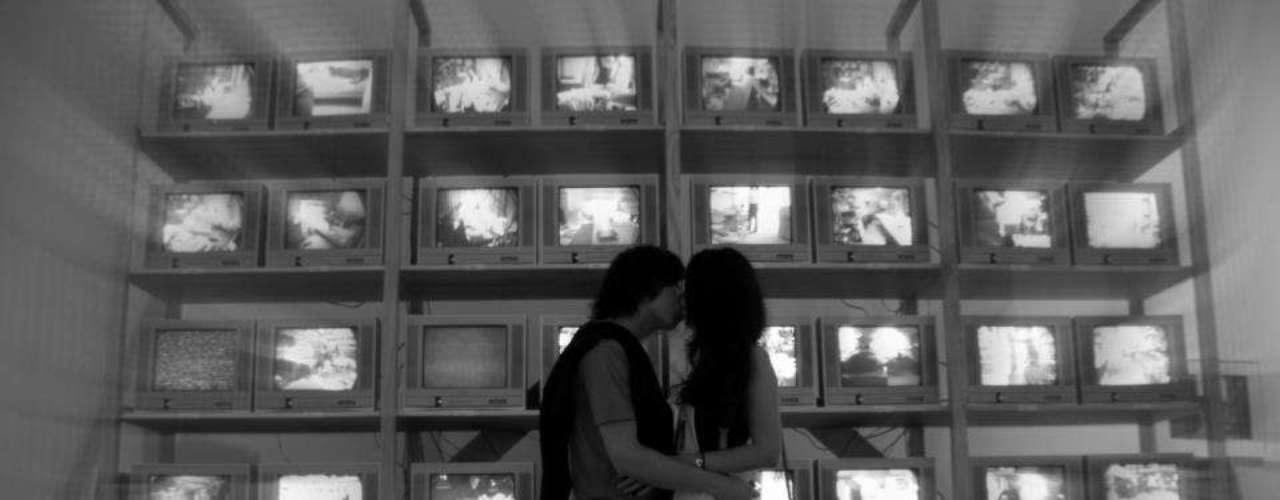 Hace dos meses, el fotógrafo argentino Ignacio Lehmann viajó con su novia a Nueva York y se propuso retratar a personas besándose por la ciudad.