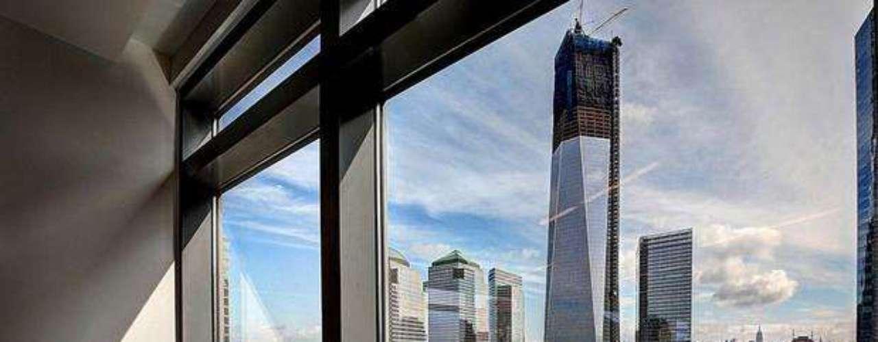Once años después de los ataques del 9/11, el One World Trade Center, antes conocido como la Torre de la Libertad, se encuentra en medio de las obras de construcción del nuevo complejo en Nueva York. La finalización y apertura del nuevo complejo comercial en el Centro Mundial de Comercio están programadas para el 2014. Ver galería de 40 fotos que muestran la construcción de One World Trade Center.