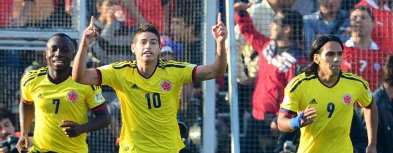Colombia derrotó 3-1 a Chile en Santiago con un gran segundo tiempo, los goles fueron de James Rodríguez, Falcao García y Teófilo Gutiérrez