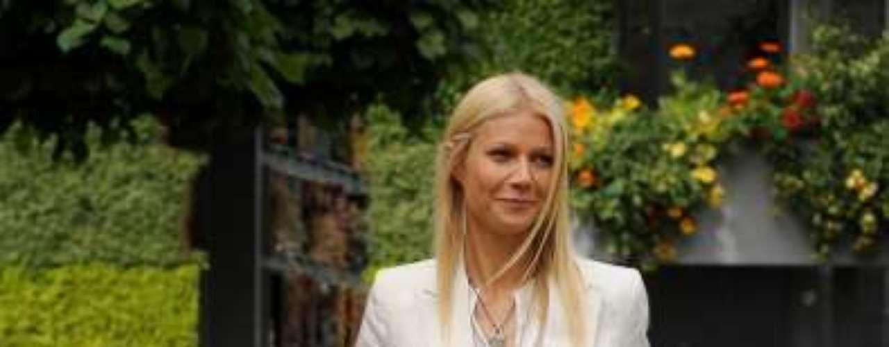 Su estilista, Elizabeth Saltzman le dijo a la revista que Gwyneth nunca ha sido esclava de  la moda o de piezas excéntricas. Ella no tienen que fingir, siempre luce uniforme y nunca se ve recargada.