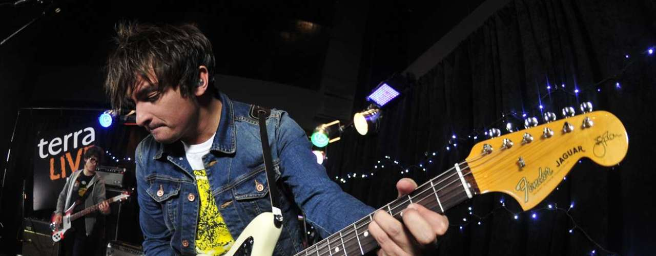 La banda penquista revisó parte de su carrera en un íntimo show para Terra Live Music, donde además hablaron de su nuevo disco, los fans, su vida en México, su participación en Política y la gira que los tiene girando por todo Chile.