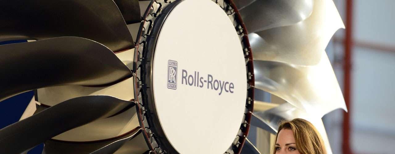 Catalina y Guillermo, casados en abril de 2011, visitaron la fábrica Rolls-Royce, y formas emblemáticas del país que formó parte del imperio británico y actualmente es la nación más próspera del Sudeste Asiático.