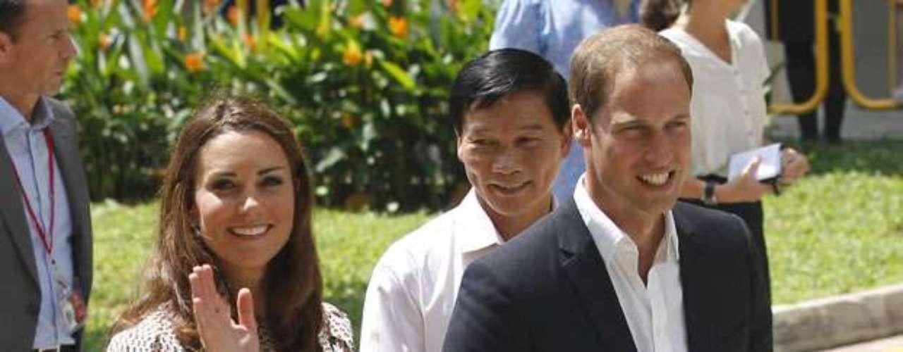 La pareja real visitó el país viajó hasta ahí en representación de la reina Isabel, abuela del príncipe, con motivo de la celebración de su jubileo de diamantes (60 años).