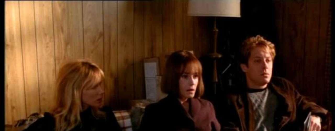 Crash (1996, David Cronenberg). Una de las primeras películas en recibir la clasificación NC-17 ya que había desaparecido la X, fue esta perversión sexual de Cronenberg en la que cuatro personajes llegan al orgasmo solo al impactar sus autos a toda velocidad. Dos hombres y dos mujeres se mezclan entre todos hasta quedar hechos trizas, con partes de cuerpos postizas.