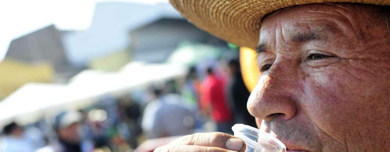 La mañana de este jueves Bárbara Ruiz Tagle, Jean Philippe Cretton, Carola Correa y los reyes guachacas, Scarleth Cárdenas y Rodrigo Salinas, se dieron cita en el segundo Mundial del pebre que se realizó en la Vega Central. Revisa acá los detalles del singular evento.