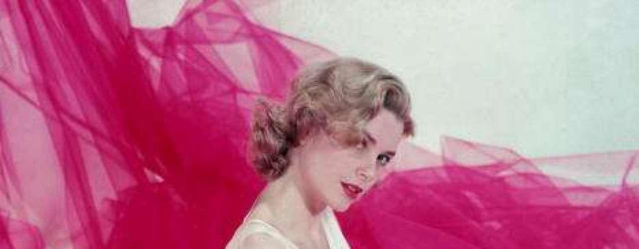 Después de algunas experiencias como actriz en sus años escolares, Grace se trasladó a Nueva York, donde ingresó en la Academia Americana de Arte Dramático. Trabajó como modelo para costearse sus estudios y en 1949 debutó en Broadway en una adaptación de El Padre de August  Strindberg.