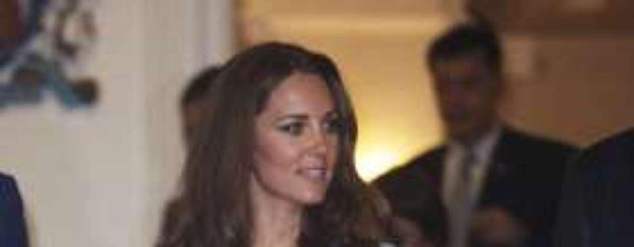 Kate hace gala de su belleza con otro estilo de vestido estampado.