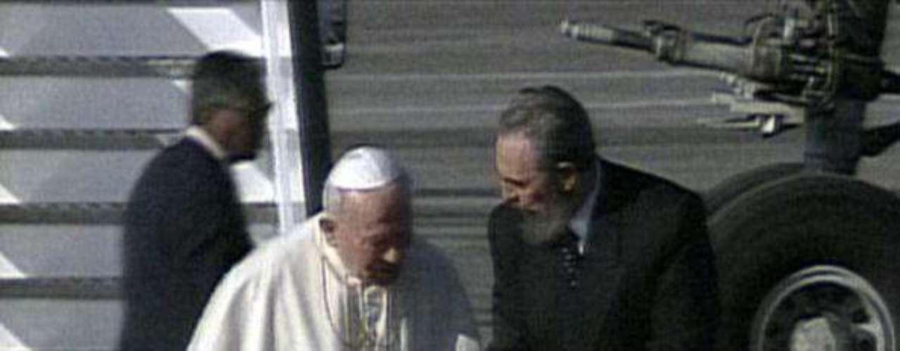 CUBA: En 1998 Juan Pablo II viajó a Cuba cuando la Iglesia estaba considerada una \