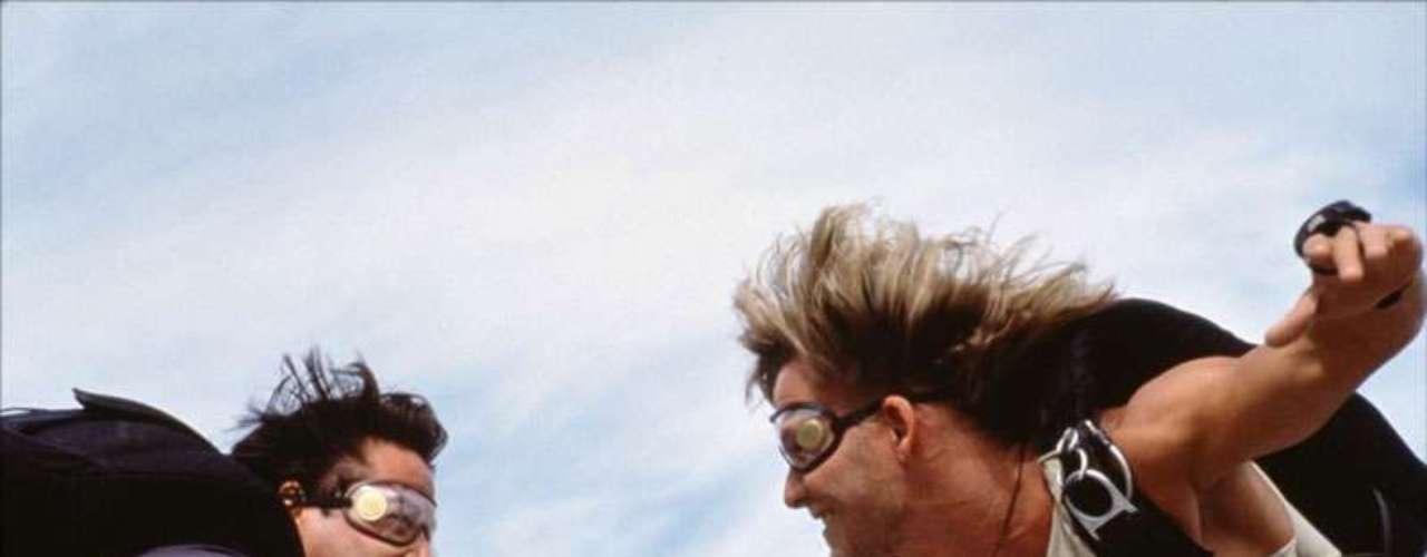 'Le llaman Bodhi'. Una de las películas con mayor adrenalina de la historia del cine. Nadie filma persecuciones como Kathryn Bigelow (oscarizada por 'En tierra hostil'). Con todo, Warner Bros parece decidida a producir un remake que supere al original. Para conseguirlo, en lugar de limitarse a utilizar el surf como telón de fondo, la intención es convertir a los ladrones de la película en practicantes de todas las modalidades de deportes extremos.