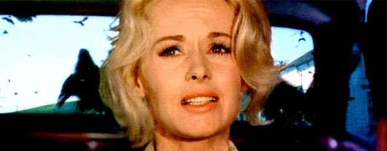 Ya se prepara el remake de la mítica 'Los pájaros', otro de los grandes hitos del universo Hitchcock. Suena Naomi Watts, que parece una buena elección, pero el proyecto, desde su concepción, parece condenado al ostracismo.