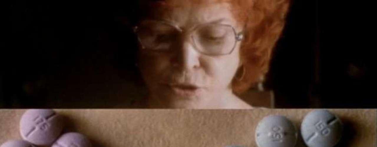 Requiem For A Dream (2001, Darren Aronofsky). La segunda película de este cineasta neoyorquino ha sido aplaudida por su técnica cinematográfica y uso de la música y la edición, para provocar una repulsión por las drogas de manera más que efectiva. La pesadilla que la película muestra causó desmayos, palpitaciones, y náuseas en la audiencia que la vio por primera vez.