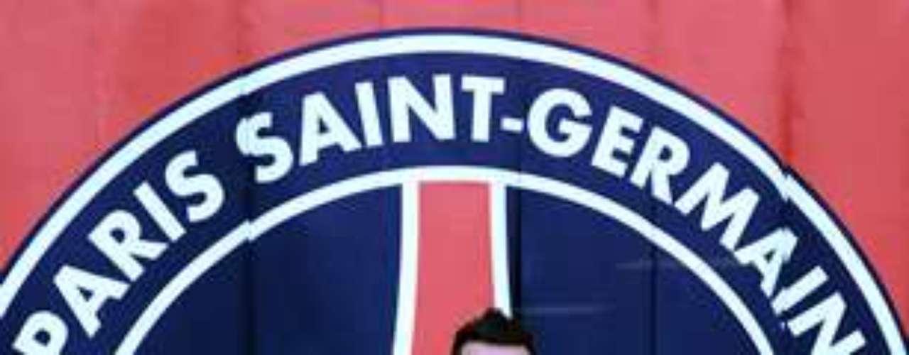 10.- EZEQUIEL LAVEZZI: El argentino dejó Nápoles para sumarse al PSG, en un fichaje que costó 26 millones de euros.