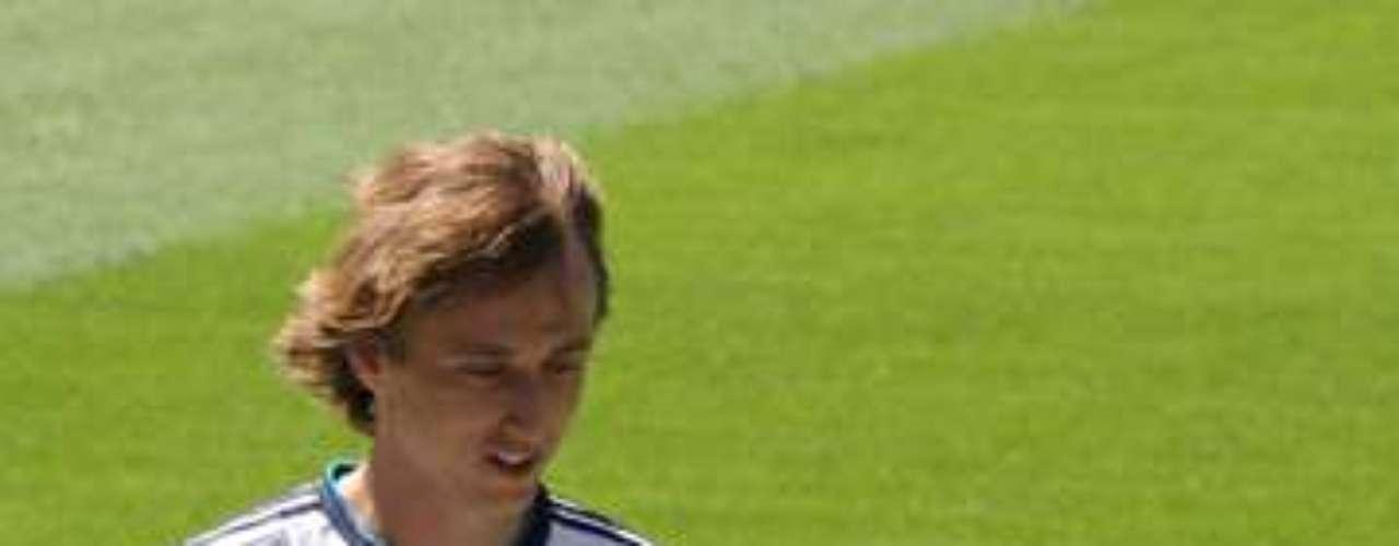 8.- LUKA MODRIC: El volante croata llegó al Real Madrid desde el Tottenham a cambio de 30 millones de euros.