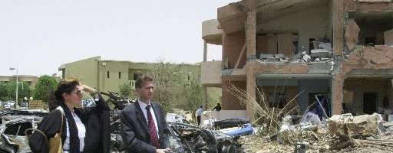 6 diciembre 2004. Nueve muertos (ninguno estadounidense) y 13 heridos en un ataque contra el consulado de EEUU en Yeda (Arabia Saudí). También el 11 septiembre 2004, al menos dos muertos al estallar un artefacto explosivo frente al Consulado general de EEUU en Basora (Irak).