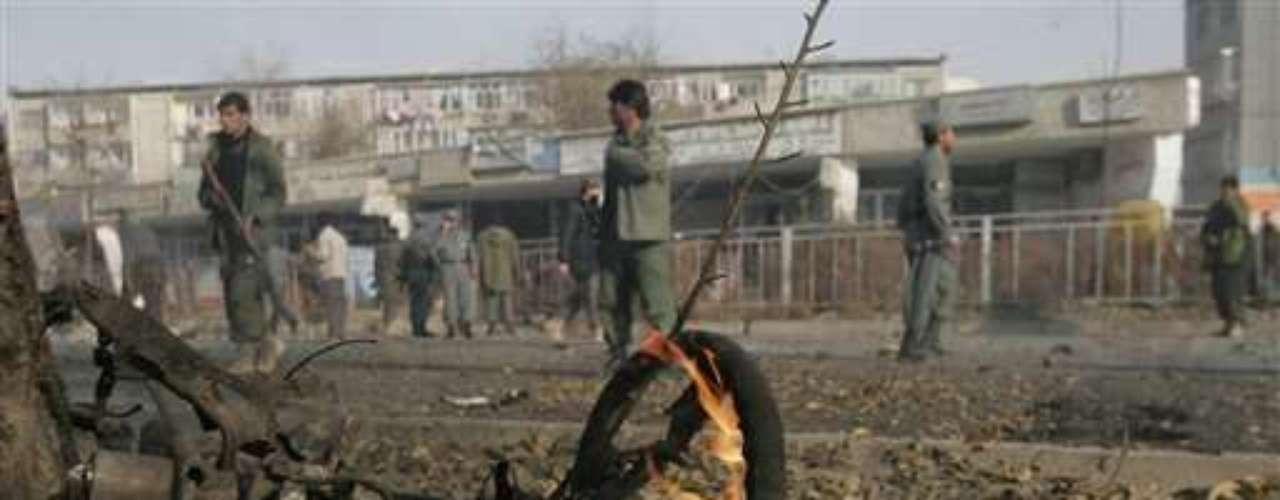27 noviembre 2008. Cuatro civiles afganos mueren en atentado suicida a 200 metros de la Embajada estadounidense en Kabul.
