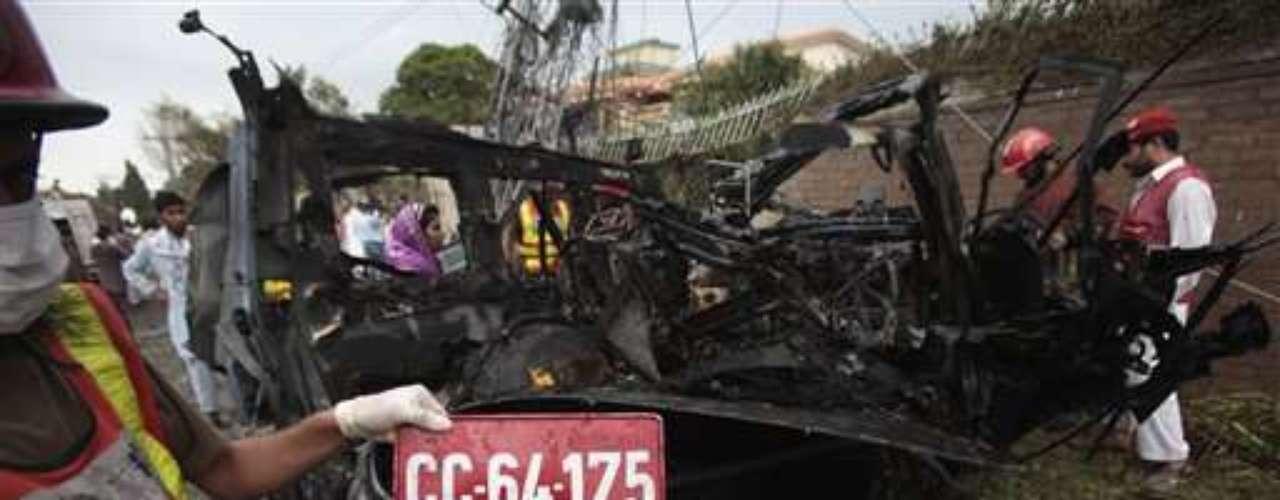 3 septiembre 2012. Un ataque suicida contra un vehículo que salía del consulado de EEUU en la ciudad paquistaní de Pesháwar deja al menos cuatro muertos y 19 heridos.