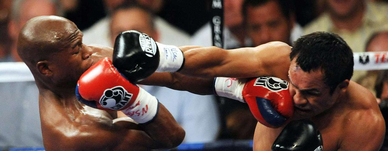 September 19, 2009: Lauded as the No. 1 vs No. 1, Juan Manuel Marquez vs Floyd Mayweather Jr hardly lived up to the hype as Mayweather dominated the Mexican on his way to a unanimous decision win.