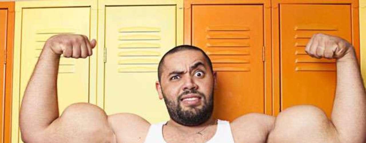 Mostafa Ismail tiene el récord por los bíceps más voluminosos del mundo: el derecho mide, flexionado, 63,5 cm y el izquierdo, 64,77 cm.