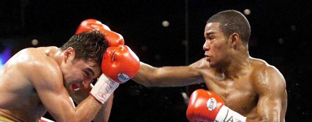 September 18, 1999: Oscar de la Hoya lost his professional undefeated record with a loss against Felix Trinidad, also losing the welterweight title in the process.