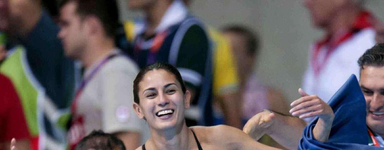 Paola Espinosa.- clavadista mexicana que ha competido en tres ocasiones en los Juegos Olímpicos. En Atenas 2004, siendo su especialidad los saltos en plataforma de 10 metros, alcanzó el duodécimo lugar en la modalidad individual, así como el quinto en saltos sincronizados. En 2008 fue abanderada de la selección nacional mexicana en la Ceremonia de apertura de los Juegos Olímpicos de Pekín. Ganó la medalla de bronce en la prueba de sincronizados en plataforma de 10 metros. En 2009, en el Campeonato Mundial de Natación celebrado en Roma, Italia, obtuvo la medalla de oro en plataforma de 10 metros. Y los Juegos Olímpicos de Londres 2012 ganó la medalla de plata en clavados sincronizados plataforma 10 metros.