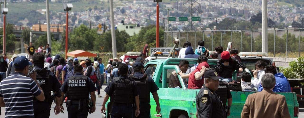 Aproximadamente de las 12:30 horas los manifestantes del Movimiento #Yo Soy 132 se retiraron de las casetas de las autopistas México-Cuernavaca, México-Querétaro, México-Pachuca y México- Toluca sin que se reporte ningún incidente.